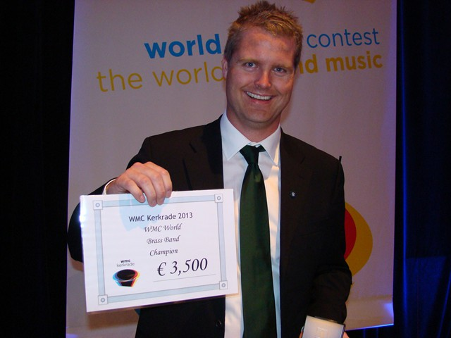 Nils with cheque