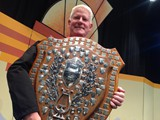 MD Glenn Richards with the B Grade Shield